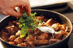 Boros vaddisznóragu | METRO Karácsony Metroid, Beef, Food, Meat, Essen, Ox, Ground Beef, Yemek, Steak