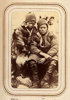 Per och Lotso Vannars söner, Sjokksjokks sameby, Jokkmokks sn. Ur Lotten von Dübens fotoalbum med motiv från den etnologiska expedition till Lappland som leddes av hennes make Gustaf von Düben 1868.