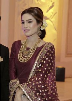 Discount Jewelry Buy latest design Jewelry on world largest shopping site and get Discount. Shadi Dresses, Pakistani Formal Dresses, Pakistani Dress Design, Indian Dresses, Pakistani Fashion Party Wear, Pakistani Wedding Outfits, Indian Fashion, Women's Fashion, Fashion Design