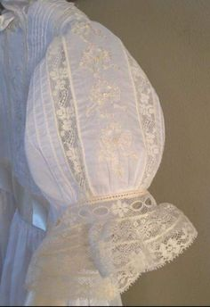 Baby Christening Gowns, Baptism Dress, Little Girl Dresses, Girls Dresses, Baby Dresses, Mode Statements, Sewing Sleeves, Blessing Dress, Special Occasion Hairstyles