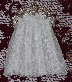 White bridal bag in beaded knitted style.