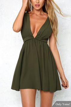 We love this mini dress for its self-tie straps which we can adjust ourselves. There is also sleeveless, v-neck and an invisible zipper running through the back design. Style it with high heels and accessory to keep you charming.