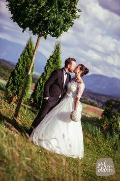 Couple Photos, Couples, Wedding Dresses, Fashion, Wedding Night, Perfect Photo, Celebrations, Getting Married, Couple Shots