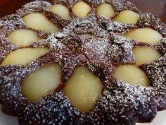Le mélange chocolat/poires on connaît et ça fonctionne. Je ne suis pas toujours fan des mélanges fruits/chocolat mais là j'ai bien apprécié, la poire apporte de la fraîcheur…  Temps de préparation: 20 minutes. Temps de cuisson: 40 minutes. Ingrédients:  200 g de chocolat à cuire 150 g de beurre 120 g de sucre 3 œufs 130 g de farine 1 sachet de levure 1 boite de poires au sirop  Préparation : Préchauffez le four à 180°C. Dans une casserole, faites fondre le chocolat avec le beurre. Dans un…