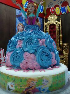Frozen Cake http://3gufettisulcomo.blogspot.it/2016/09/torta-compleanno-tema-Frozen.html