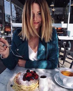@sydneysears2117 ⚯͛ Love the hair, jacket and pancakes. I might just change this to my screen saver-because this is too good.