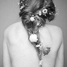 Trenza deshecha con flores baturales / Wedding Inspiration / LBDA - La Boda Del Año /
