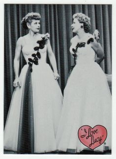 I Love Lucy # 28 - Lucy & Ethel Buy the Same Dress - 50th Anniversary Dart Flipcards - 2001