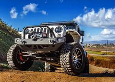 Who's ready for the #jeepend? #procomp #tires @lrgrims @g2axle @theoriginalsmittybilt  #jeep #jk #jeeplife #offroad by procompusa