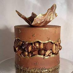 Chocolate fault line cake. Chocolate fault line cake. Elegant Birthday Cakes, Pretty Birthday Cakes, Pretty Cakes, Cake Decorating Piping, Cake Decorating Videos, Cake Decorating Techniques, Chocolate Birthday Cake Decoration, Birthday Cake Decorating, Bolo Glamour