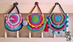 Vendulka from Magic with hook and needles    These are beautiful!    #crochet #purse
