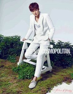 I continue my perplexed fascination with Lee Min Ho's wardrobe, whether it's in dramas, photo shoots, or events. He's making a big splash in China by landing the cover of Cosmopolitan China magazine with a huge photo spread. New Actors, Actors & Actresses, Korean Celebrities, Korean Actors, Korean Dramas, Celebs, Lee Min Ho Photos, City Hunter, Cosmopolitan Magazine