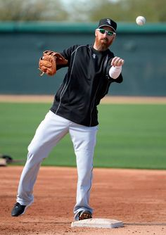Adam LaRoche (and his beard) does some infield drills. #SoxSpringTraining