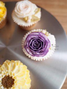 Done by me  BETTER CAKE  www.better-cakes.com  Inquiry : bettercakes@naver.com   - 베러케이크 / Better Cake - Butter Cream Flower Cake & Class  Seoul, Korea based http://www.better-cakes.com Instagram : @better_cake_2015 Mail : bettercakes@naver.com Line : better_cake Facebook : Sumin Lee  www.better-cakes.com…