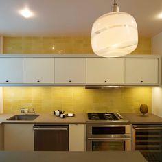 Modern Kitchen With Brilliant Yellow Tile Backsplash With Soft Lighting Kitchen Backsplash Ideas, Make It Desirable by Your Own Taste Kitchen design Yellow Kitchen Inspiration, Yellow Kitchen Designs, Modern Kitchen Design, Kitchen Colors, Kitchen Decor, Kitchen Yellow, Kitchen Artwork, Yellow Kitchens, Kitchen Ideas