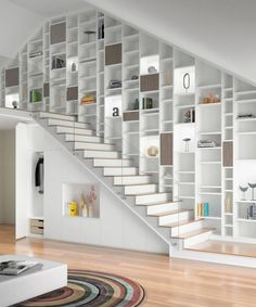 22 great idea design storage opportunities with stairs 15 Staircase Bookshelf, Stair Shelves, Staircase Storage, Modern Staircase, Staircase Design, Bookshelves, Home Library Design, Interior Design Living Room, Interior Decorating