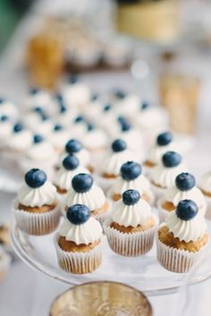Cream Event NYC, part I mini blueberry cupcakes. I could make cute mini cupcakes with either fruit or sugar flowers on top. I could make cute mini cupcakes with either fruit or sugar flowers on top. Bon Dessert, Dessert Bars, Dessert Table, Dessert Recipes, Candy Table, Candy Buffet, Mini Desserts, Wedding Desserts, Wedding Candy