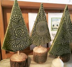 Beautiful ceramic trees from the Bad Gamser Keramik Beautiful ceramic .- Keramik-Bäume aus der Bad Gamser Keramik Wunderschöne Keramik-B… Beautiful ceramic trees from the Bad Gamser Keramik Beautiful ceramic trees from the Bad Gamser Keramik Pottery Tools, Slab Pottery, Ceramic Pottery, Pottery Art, Ceramic Art, Ceramic Pinch Pots, Pottery Courses, Christmas Crafts, Christmas Decorations