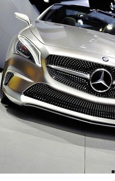 Rosamaria G Frangini Gt R, Carl Benz, Suv Comparison, Toyota Rav4 Hybrid, Audi, Best Suv, Small Suv, Best Flights, Compact Suv