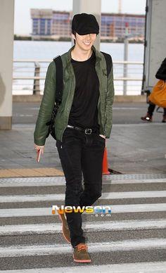 HJun  Incheon Airport leaving for Singapore 2013.03.15