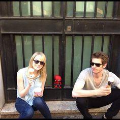 """""""Spiderino c'è riuscito, eccolo a prendere il gelato con Andrew Garfield ed Emma Stone! Grazie a @igersitalia per #igersitalia_swspidermantour #amazingspiderman"""""""