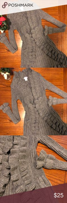 ❄️Girly and Cozy Body Central sweater❄️ ❄️Girly and Cozy Body Central sweater❄️ previously loved. Size L fits better as Medium Body Central Sweaters