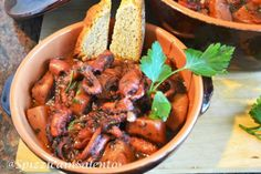 Servite il piatto con delle fette di pane di grano casereccio.  Per saperne di più visitate Blog @SpizzicainSalento