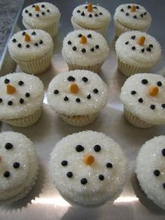 Snowman cupcakes-so cute! by lisaclen