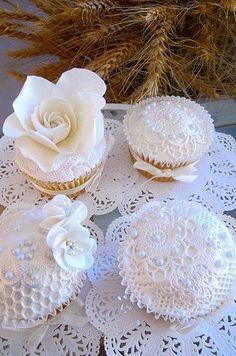 Vintage pearls lace cupcakes