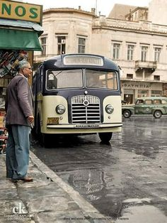 Old bus, Athens, Attica, Greece Greece Pictures, Old Pictures, Old Photos, Greece History, History Of Wine, Kai, Athens Greece, Attica Greece, Architecture People