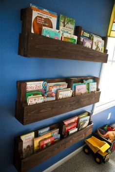 An adorable and endearing piece of creation is shown in below picture in which you are recommended to craft a classy book rack by utilizing pallets. Children usually leave books at random places of home that look untidy. Therefore, it's the best option to make an exciting book rack for that your children also love to utilize.