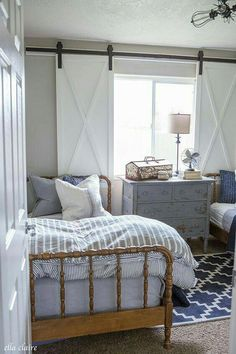 Well, farmhouse bedroom might be a design option for boys'and girls' bedroom. Not just comfortable, the farmhouse bedroom may also be in a cute and cute design for the son or daughter. Kids might feel comfortable in their actions in… Continue Reading → Farmhouse Style Bedrooms, Farmhouse Windows, Modern Farmhouse, Industrial Farmhouse, Farmhouse Decor, Farmhouse Bed, Cottage Bedrooms, Victorian Farmhouse, Boy Bedrooms