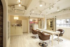 Beauty salon interior design ideas | + hair + space + decor + Japan + antique + french | Follow us on https://www.facebook.com/TracksGroup <<<【Aman hair セットエリア】アンティーク 美容室 内装