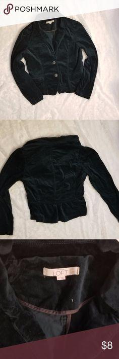 "ANN TAYLOR LOFT Crushed Velvet Forest Green Blazer ANN TAYLOR LOFT Crushed Velvet Forest Green Blazer Has 2 pockets in front. Length: 23"" Chest: 19.5"" Cotton/Spandex Blend LOFT Jackets & Coats Blazers"