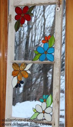 cours-vitrail-Mauricie Stained Glass Suncatchers, Faux Stained Glass, Stained Glass Designs, Stained Glass Panels, Stained Glass Projects, Stained Glass Patterns, Glass Painting Designs, Stained Glass Flowers, Window Art
