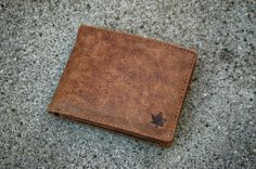 Unknown Canadian leather bifold
