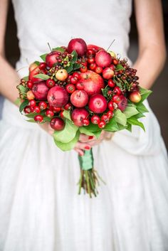 Skip the flowers and create a bright and bountiful bouquet out of winter berries and apples. Bouquet by White Agency. Fruit Wedding, Fall Wedding Bouquets, Bride Bouquets, Deep Red Wedding, Autumn Wedding, Wedding White, Floral Wedding, Bridal Flowers, Fall Flowers
