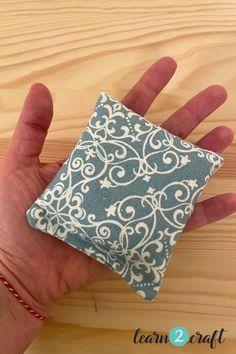 Ράψε φακελάκια ρυζιού για να κρατήσεις τα χέρια σου ζεστά Coins, Coin Purse, Purses, Wallet, Handbags, Rooms, Purse, Bags, Diy Wallet