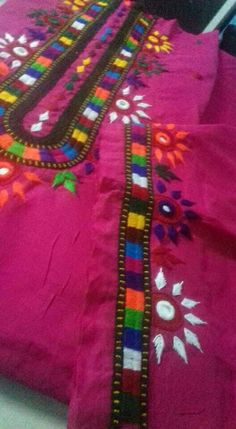 Aayat's media content and analytics Embroidery Stitches Tutorial, Hand Embroidery Designs, Embroidery Patterns, Hand Embroidery Dress, Embroidery Works, Mirror Work Blouse Design, Kutch Work, Feather Stitch, Lazy Daisy Stitch
