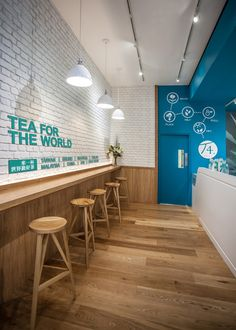 Authentic Taiwanese tea brand have launched their premium beverages and unique flavours in beautiful surroundings. Bright turquoise fascias illuminating th Coffee Shop Interior Design, Coffee Shop Design, Restaurant Interior Design, Tee Design, Vintage Coffee Shops, Bubble Tea Shop, Deco Restaurant, Pizzeria, Milk Shop