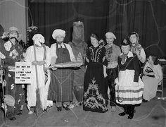 https://flic.kr/p/qipmTz | Gobowen Women's Institute's Christmas Party | Teitl Cymraeg/Welsh title: Parti Nadolig Sefydliad y Merched Gobowen Ffotograffydd/Photographer: Geoff Charles (1909-2002) Dyddiad/Date: 15/12/1954 Cyfrwng/Medium:  Negydd ffilm / Film negative Cyfeiriad/Reference: (gch07382) Rhif cofnod / Record no.:  3368113   Rhagor o wybodaeth am gasgliad Geoff Charles yn Llyfrgell Genedlaethol Cymru  More information about the Geoff Charles Collection at the National Library of…