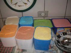 Ingredientes: 1 1/2 litro de leite 1 xícara (chá) de açúcar  , 1 colher (sopa) de liga neutra  , 1 colher (sopa) de essência em pó para sorvete (sabor à seu gosto) ,  1 lata de leite condensado  , 1 colher (sobremesa) de emulsificante