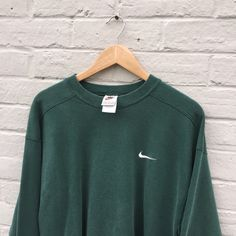 Retro Outfits, Cute Casual Outfits, Outfits For Teens, Vintage Outfits, Vintage Nike Sweatshirt, Vintage Crewneck, Vintage Sweaters, Fashion Outfits, Womens Nike Sweatshirts