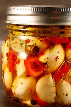 Aglio Marinato Pickled garlic is a flavorful condiment that s delicious to eat straight out of the jar It has a crunch to it and can be Garlic Recipes, Healthy Recipes, Healthy Cooking, Pickled Garlic, Pickled Eggs, Fermented Foods, Canning Recipes, Stuffed Hot Peppers, Pickles