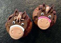 Prinzessin hatten wir schon – was will ein Mädchen mehr? Richtig – Pferde… Für den Kindergeburtstag gab es heuer Pferdemuffins. Also einen Muffin mit Pferdekopf aus Fondant drauf …