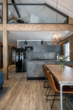 Breathing is easy – this is the atmospheric log cabin home loved by Ellinor and Adrian - Honka Old Home Renovation, Log Home Living, Industrial Kitchen Design, Prefabricated Houses, Shed Homes, Timber House, Log Cabin Homes, Steel House, Dark Interiors