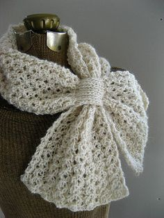 Crochet Scarf Ideas Loopy Lace Scarf By Katie Harris - Free Knitted Pattern - (ravelry) - This one fastens in a similar way to the Ascot, Keyhole or Bow-Knot scarflette, but the fabric is lace instead of garter and the ends are square. Crochet Patron, Knit Or Crochet, Crochet Scarves, Crochet Shawl, Crochet Crafts, Crochet Clothes, Ravelry Crochet, Knit Lace, Knitting Scarves