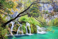 cascadas-waterfall-in-autumn-scenery-of-the-plitvice-lakes-national-park-croatia-croacia-g.jpg (1600×1066)