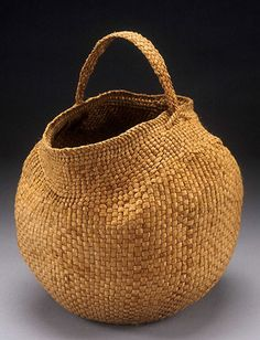 Photo gallery of willow bark baskets by Jennifer Zurick. Willow Weaving, Basket Weaving, Bountiful Baskets, Japanese Bamboo, Basket Crafts, Eco Friendly House, Basket Bag, Sisal, Wicker Baskets