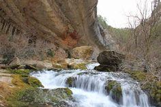 La región del Maestrazgo (Teruel) acoge uno de los espectáculos primaverales más bellos: la cascada del Pitarque.